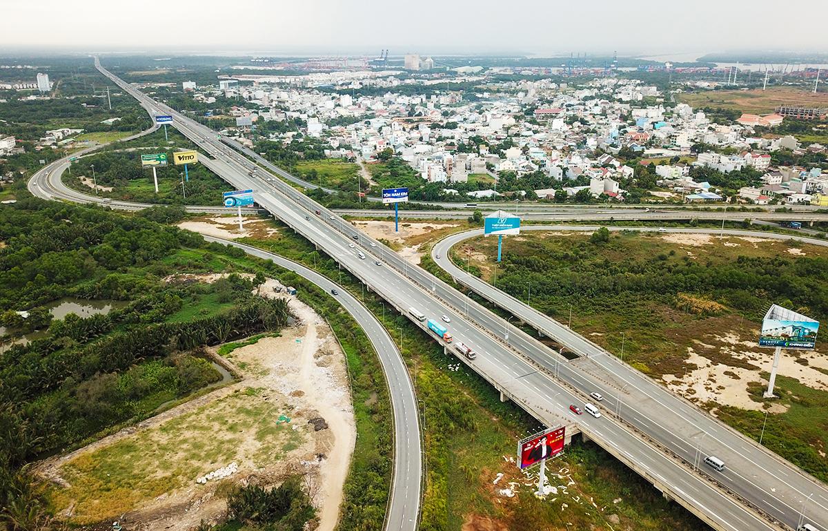khung cảnh cao tốc bến lức long thành từ trên cao xuống